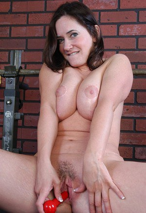 Chubby older woman Alexa inserting dumbbell into hairy snatch in weight room