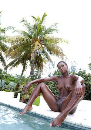 Top rated ebony beauty Simone Styles amazing outdoor nudity special