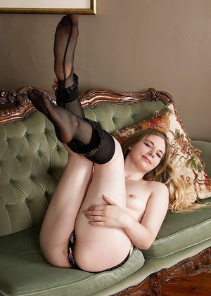 Top Alice Wonder full nudity of her hairy pussy and ass