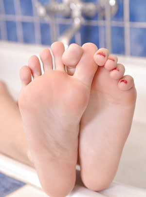 Sensual foot fetish solo play in the tub by young blonde Chloue Toy