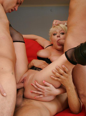 Short haired blonde plumper Missy Monroe getting receiving double penetration