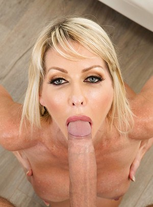 Nude MILF with long legs Tylo Duran enjoys hot mouthfucking and gets a facial