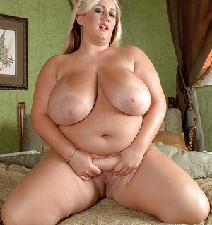 MILF with big awesome tits Rose Valentina reveals her impressive fat body