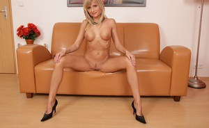 Ketty is a blonde in heats very excited and moody for solo masturbation