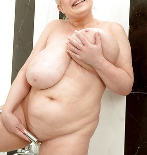 Older BBW Samantha Sanders wetting massive hooters in bathtub