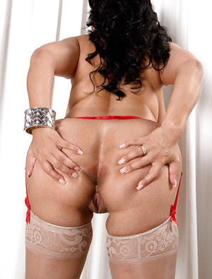 Latina BBW pornstar Daylene Rio flaunting big booty and pink pussy