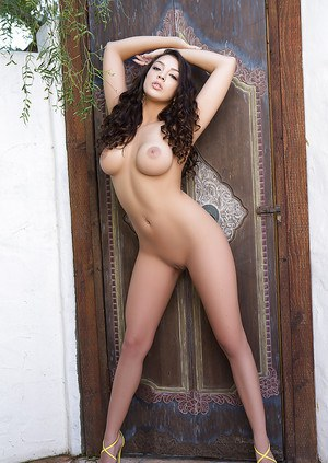 Glamour centerfold Kelsi Shay looks like a real sex queen when she gets naked