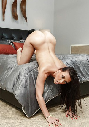 Jaw dropping amateur nudity solo with big boobs brunette Rachel Starr