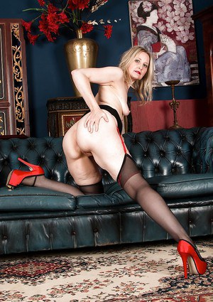 Mature siren Emma Turner demonstrates her cunt and body in black stockings