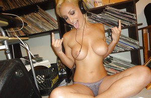 Hot girlfriend with big bubbles Lexi Swallow strips off listening to music