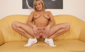 Very sexy cougar Lilian is glad to expose her magnificent gaping pussy