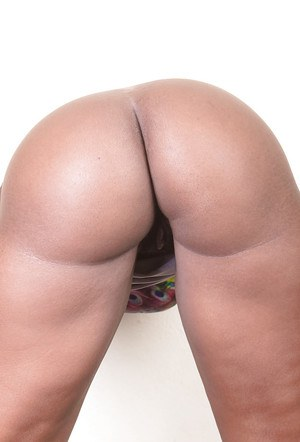 Ebony amateur chick Celina really boasts of her massive ass and nice cunt