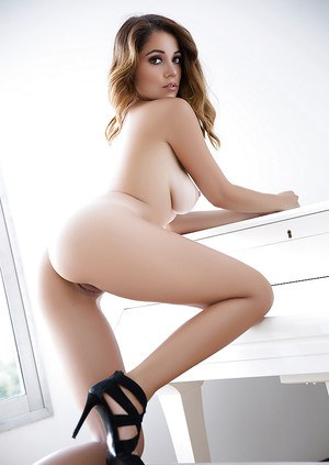 Glamour centerfold Ali Rose poses in heeled shoes demonstrates tits and ass