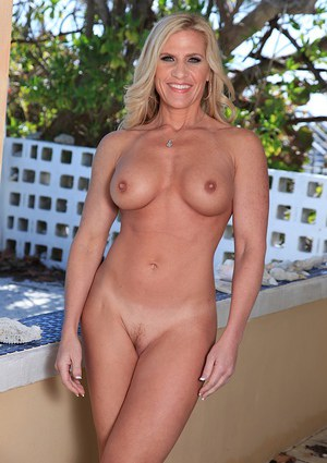 Big-tittied mature bombshell Amber Irons likes to boast of ass and fake tits