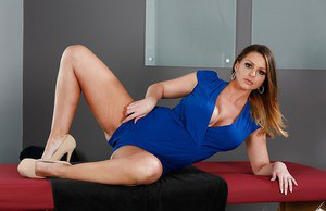 Busty bombshell Brooklyn Chase reveals her awesome boobs and hot buns