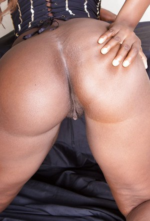 Black amateur Celina doffing her white panties to tease her pink pussy