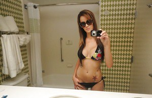 Sunglass wearing ex-gf Mandy Haze snapping selfies of her nice tits in mirror