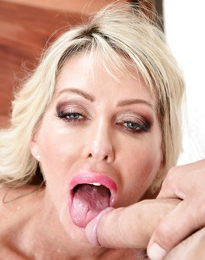 Busty older MILF Tylo Duran hooking up with long dick for hard fucking