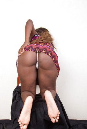 Ebony amateur chick Celina demonstrates her awesome black pussy and butt