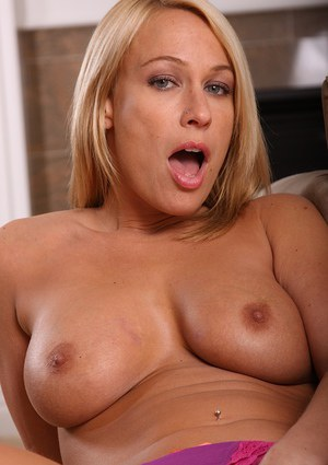 Glamour MILF Mellanie Monroe takes off clothes exposing fantastic busty body