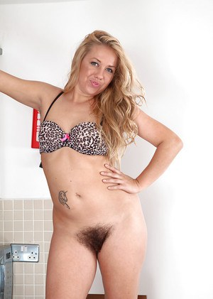 Mature moms hairy pussy