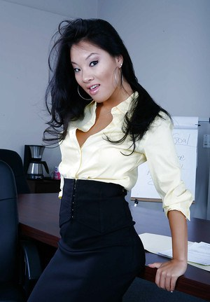 Asian office babe Asa Akira removing skirt and lingerie to pose nude at work
