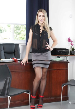 Naugthy office chick Kimber Lee serious nude posing and pussy play