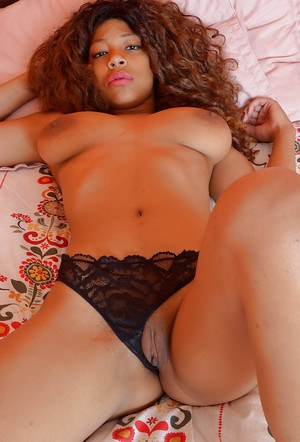 Black amateur Anabelle Rey getting fully nude on bed for first time