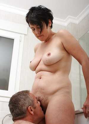 Fat amateur Bella seducing her hubby after he exits shower for sex in bathroom