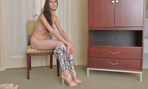 Slender amateur with long legs Victoria Spade shows off her pink pussy in nude