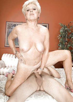 Mom with mature pussy Jewel hard sex with a younger lad