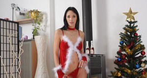 Euro beauty Walkyra pleasing shaved pussy with new sex toy at Christmas
