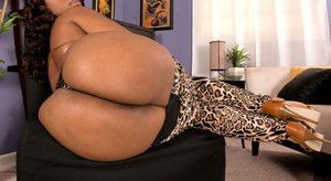 Ebony fatty Cherise Roze displaying her big butt and smooth vagina in heels