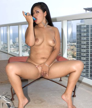 Chubby Latina Isabella de la Cruz rolling off hose to masturbate on balcony