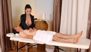 Asian masseuse Midori Tanaka goes the extra mile by giving blowjob too