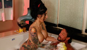 Tattooed Latina masseuse Lily Lane pleasing a cock in bathtub