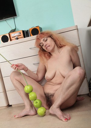 Mature vixen Karolina takes off her thong to entrance viewers with hairy pussy