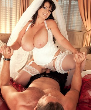Thick MILF Arianna Sinn having sex with hubby after just being married