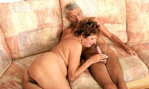 Eve enjoys old man's hard wood to smash down her mature hairy cunt