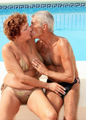 Thick older amateur Eve and her hubby fuck after poolside 69