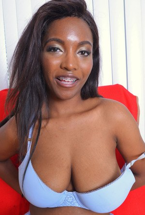 Ebony amateur Daya Knight stretches her pink twat open after lingerie removal