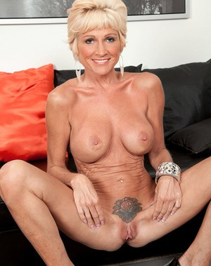 Niki mature with blonde hair enjoying nudity and soft pussy fingering solo
