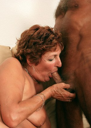 Plump mature wife and husband ensure that her hairy pussy is well fucked