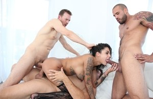 Tattoed vixen enjoys group sex and gets anal and cunt double penetrated