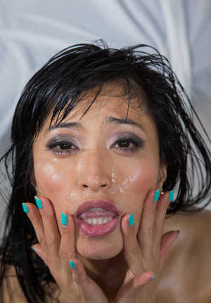Oriental masseuse Ayumu Kase rubs jizz into face after a full service body rub