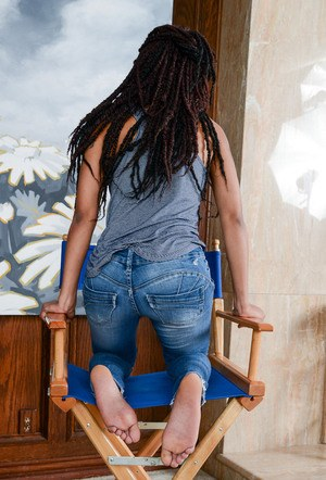 Black amateur Indie Cass slips blue jeans over bare ass to showcase her pussy