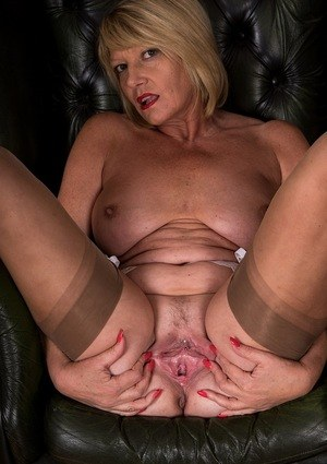 Chubby older woman Amy Goodhead stretches her pierced pussy wide open