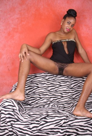 Black amateur Amber bares her beaver and proceeds to stretch it wide open