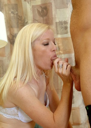 Amateur MILF Heidi Hanson comes onto her guy wearing white bra and panty combo