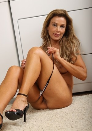 MILF Elli Taylor undresses while doing laundry to display her naked figure